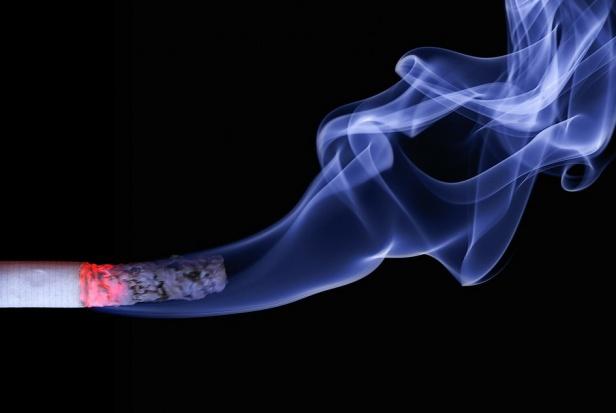Dzień Bez Papierosa: Jak dentysta może odstraszyć pacjentów od palenia