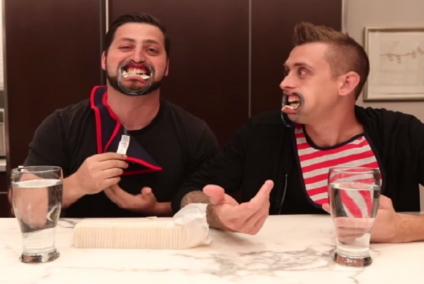 Do czego YouTuberom służy retraktor dentystyczny? Żenada.