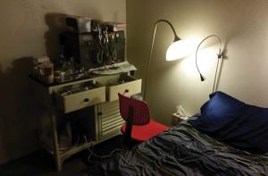 Fałszywa dentystka przyjmowała pacjentów na łóżku