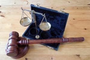 Trudne poszukiwania biegłych sądowych z zakresu chirurgii szczękowej