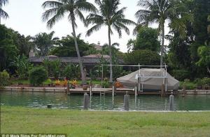 Zniszczono łódź dentysty - zabójcy lwa Cecila