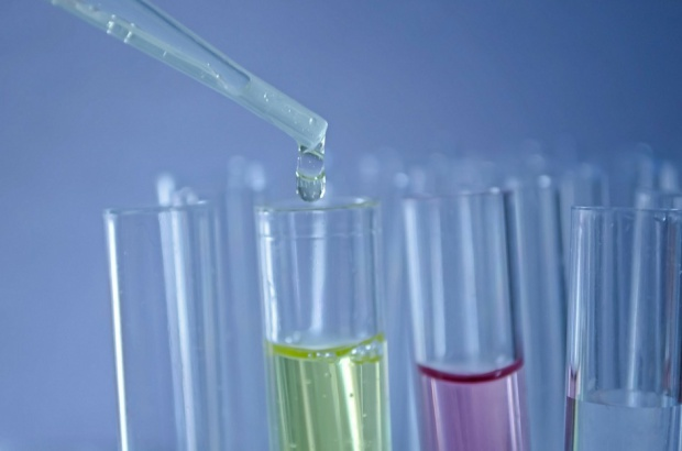 Cementy szklano – jonomerowe skuteczne w walce z próchnicą