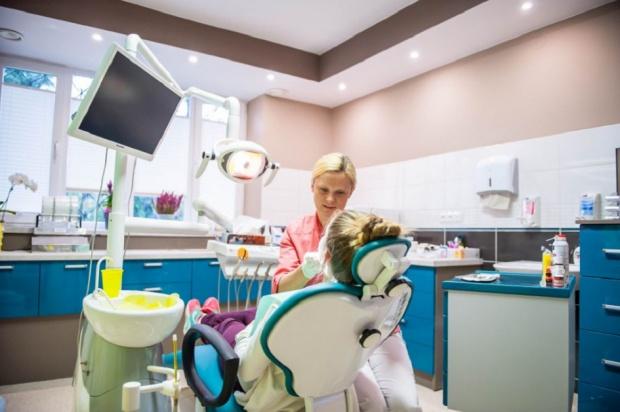 W Besku dzieciom zęby leczą
