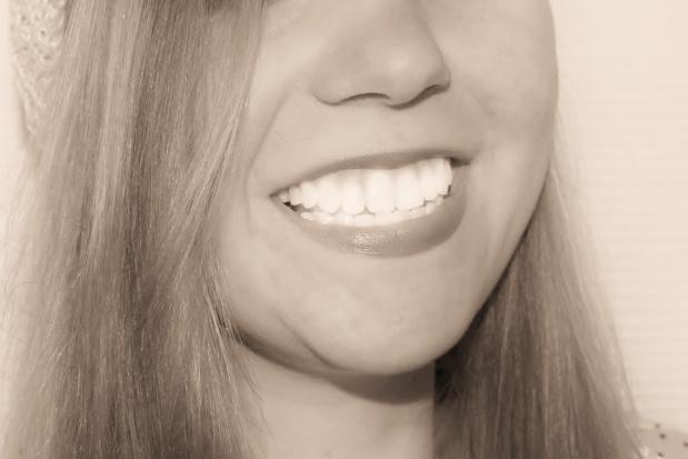 Zapaleniec bez opamiętania wybiela chętnym zęby