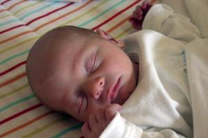 Matka może zapobiec próchnicy u dziecka, ale nie wie jak - wskazują badania GUMed
