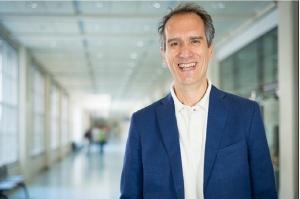 Prof. Mario Aimetti: leczenie regeneracyjne - złotym standardem w periodontologii