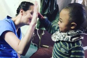 Dentystka w obozie uchodźców