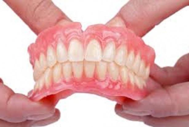 Sztuczne zęby to mienie, a nie organy ciała