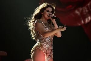Selena Gomez zaniedbała zęby, nic dziwnego, że stały się pożółkłe