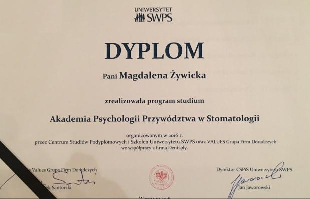 Grupa dentystów z dyplomem Akademii Psychologii Przywództwa w Stomatologii