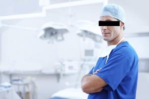Dentysta z zawieszonym pwz - wyjątkowo aktywny zawodowo