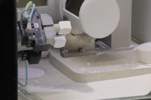Implanty z coraz mniejszym udziałem człowieka