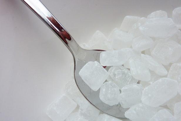 Eksperci:  Polacy nie sprawdzają zawartości cukru w kupowanych produktach