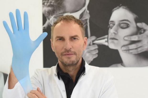 Krzysztof Gojdź, specjalista od medycyny estetycznej, dba o wygląd zębów
