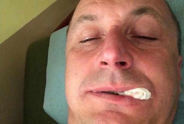 Tomasz Hajto po wizycie u dentysty