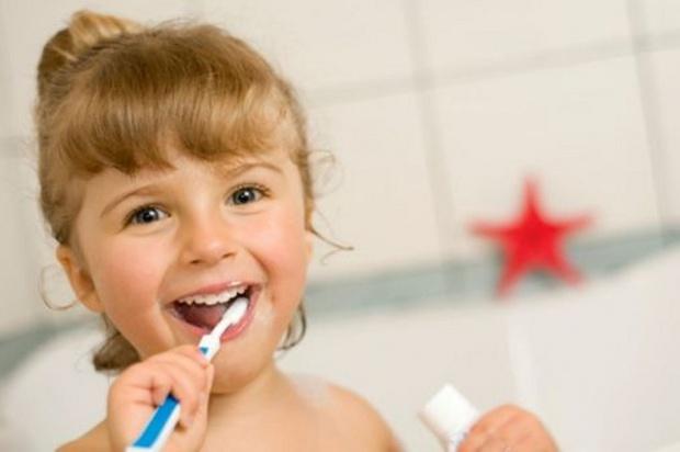 Ewa Chotomska i dentyści