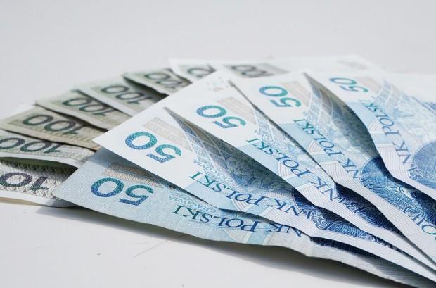 Projekt ustawy o minimalnych wynagrodzeniach pracowników medycznych przyjęty przez rząd