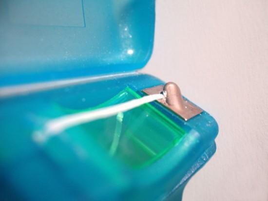 Jak przekonać pacjenta do nitkowania zębów