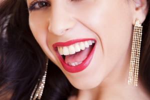 Wybielanie zębów na czarno