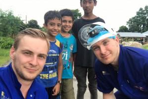 Polacy – wolontariusze leczą zęby mieszkańcom Nepalu