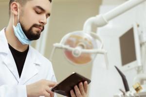 Nowa formuła, stare przyzwyczajenia: trudne pytania dentystów do Dentool.pl (cz. I)