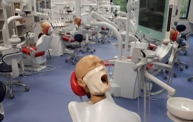 UM w Białymstoku: Centrum Symulacji Medycznej ma trzy sale do nauki stomatologii