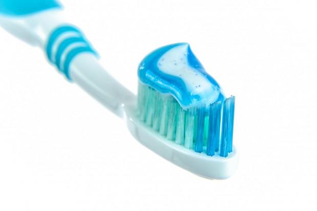 Ekspert o fluorze w paście do zębów