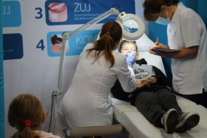 Sanepid w Łodzi patronuje przeglądom stomatologicznym w szkołach