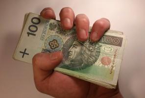 Polacy wydają mało pieniędzy z własnej kieszeni na dentystę