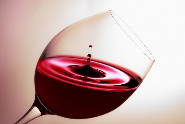 Naukowcy: wino chroni przed próchnicą