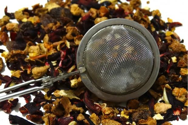 Herbata owocowa nasila erozję szkliwa
