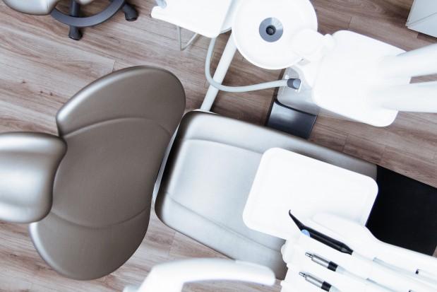Wyboista droga szkolnych gabinetów stomatologicznych