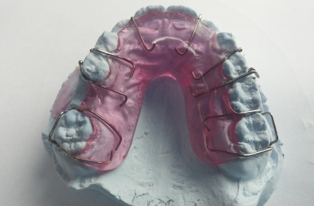 Ortodonta z kolejką na lat dziewięć