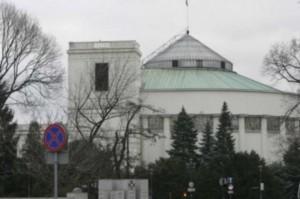 Sejm: Dentobusy w ogniu pytań
