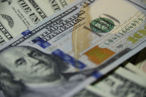 Od 39,5 do 165,4 tys. USD to średnia rocznych zarobków dentystów w USA