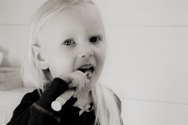 Co dziesiąte dziecko myje zęby krócej niż pół minuty