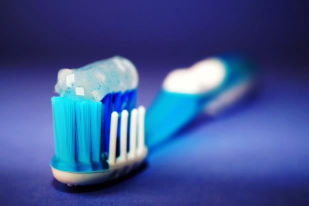 Czy pasta do zębów hamuje narastanie płytki nazębnej?