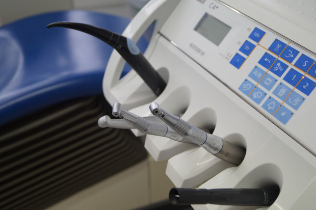 Szczypta historii sterylizacji w gabinecie stomatologicznym