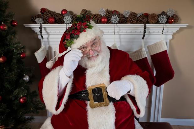 Święty Mikołaj odwiedza dzieci w gabinecie stomatologicznym