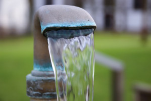 USA: Bilans kosztów zaprzestania fluoryzacji wody kranowej