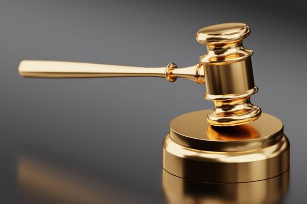 Długa batalia o uzupełnienia protetyczne skończyła się w sądzie