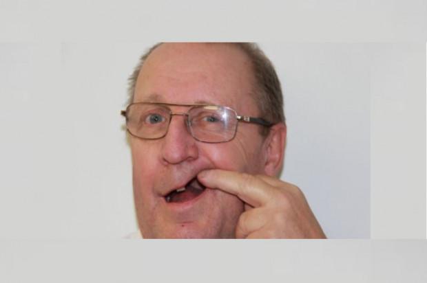 Wykonał ekstrakcję obcęgami, bo wizytę u dentysty wyznaczono mu za 18 miesięcy
