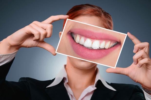Ludzie o ładnych zębach są lepsi w łóżku nie tylko w walentynki