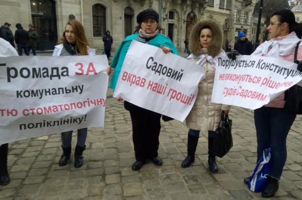 Lwów: protest dentystów z fizjologicznym tłem