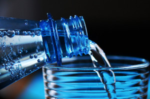 Fluor w wodzie butelkowanej - nowe rekomendacje FDA