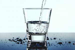 Dzieci, które piją dużo wody, mają zdrowsze zęby