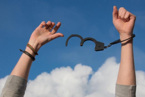 Dentysta z wyrokiem więzienia za gwałty - pozostanie na wolności