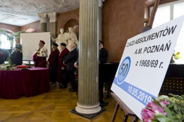 UM w Poznaniu: 24 stomatologów świętowało 50-lecie uzyskania dyplomu