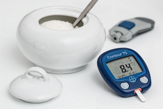Pacjent z cukrzycą chodzi zbyt rzadko do dentysty. Nagminnie!