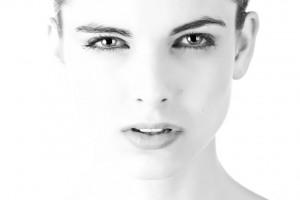 Czy szczoteczka do zębów rujnuje skórę twarzy?